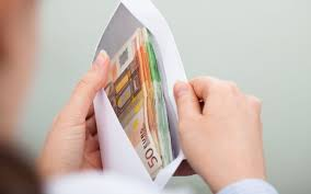 Витебские налоговики рассказали о сроках действия антикризисных мер и опасности зарплат «в конвертах»